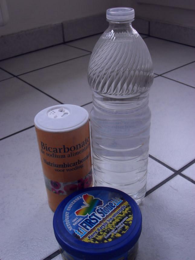 bicarbonate-de-sodium-vinaigre-d-alcool-pierre-blanche