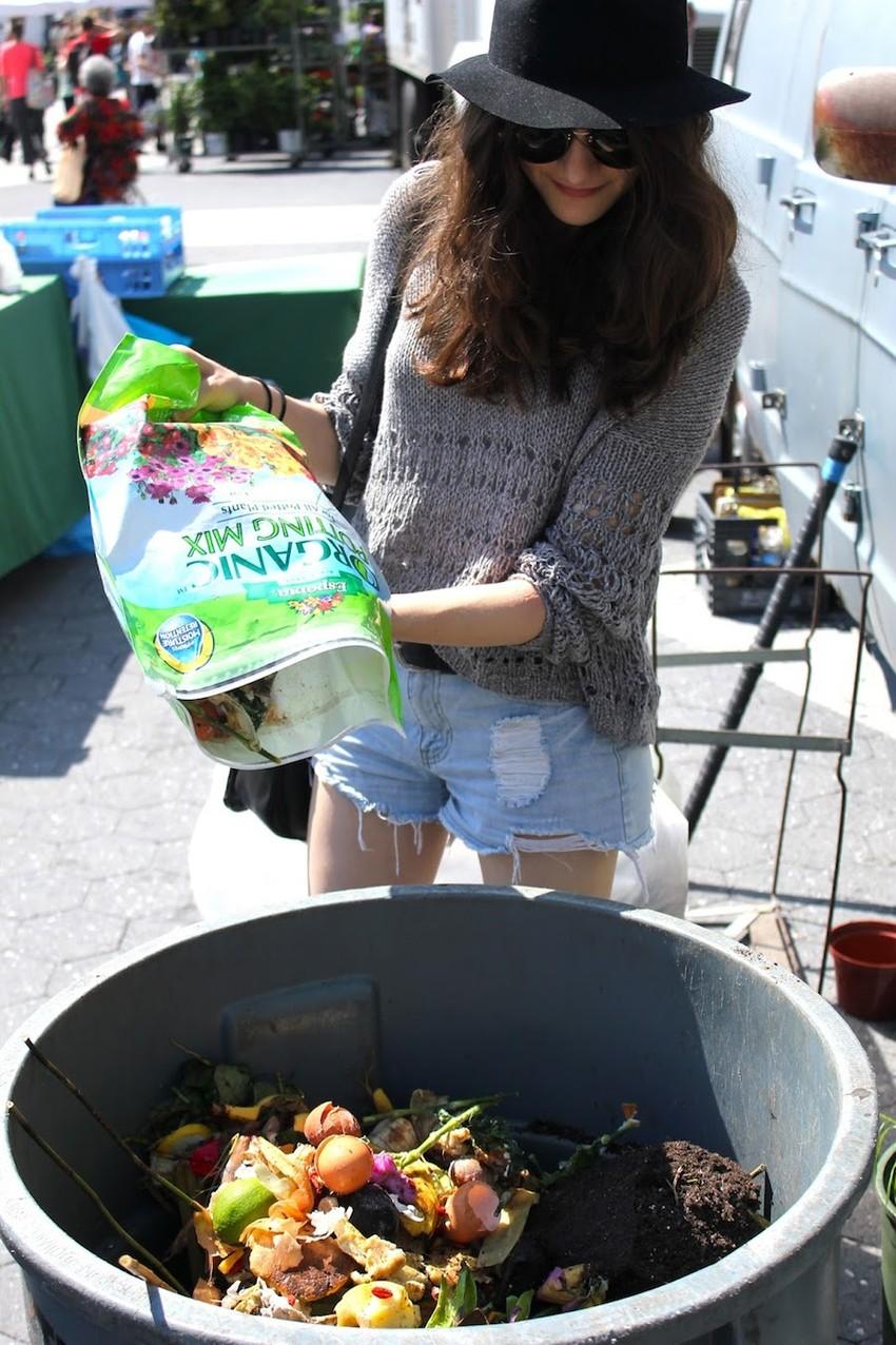 LaurenSingerComposting1-850x1276