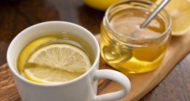 cette femme a bu de l eau avec du miel et du citron chaque matin pendant un an ce qui lui est. Black Bedroom Furniture Sets. Home Design Ideas