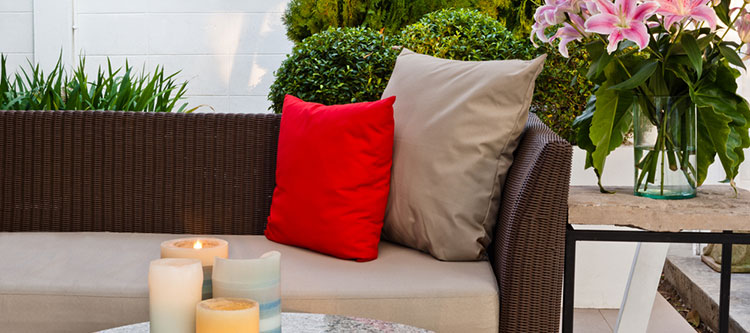 baking-soda-on-patio-furniture