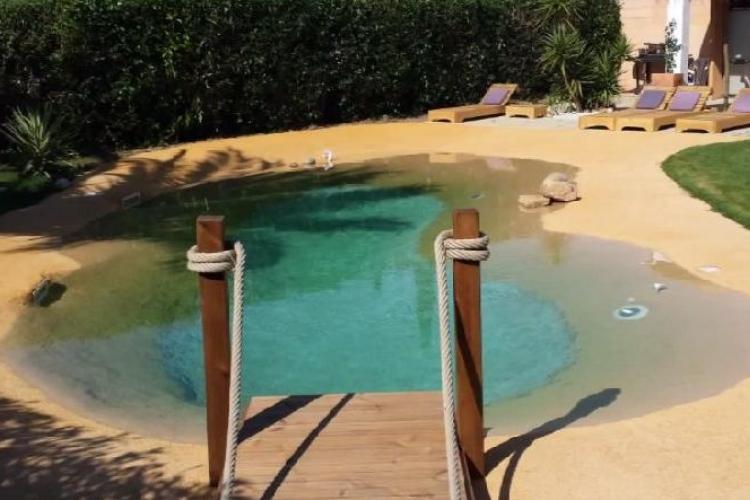 un fran ais creuse un trou dans son jardin et le transforme en lagon tropical son secret. Black Bedroom Furniture Sets. Home Design Ideas