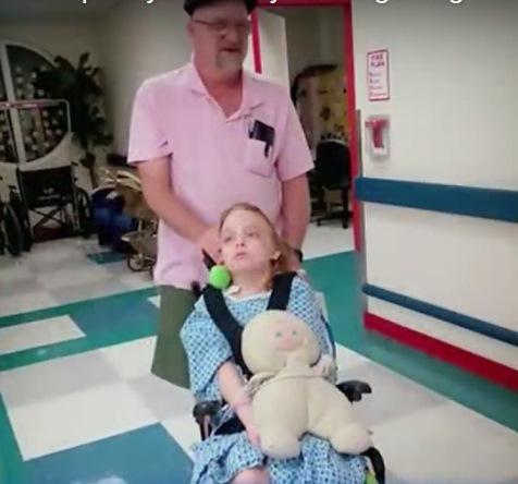 ob_cda3ed_mary-sue-dans-fauteuil-roulant