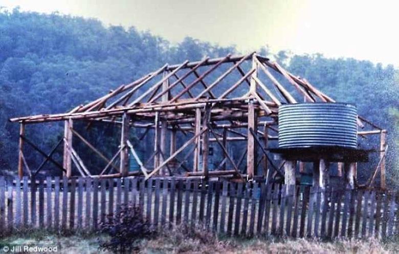 Jill-Redwood-construcción-de-su-casa