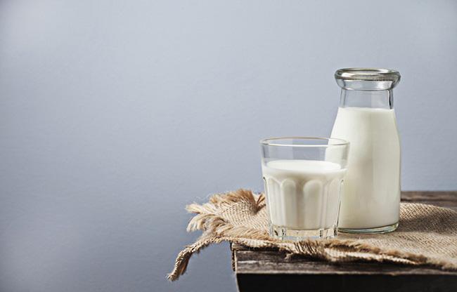 5 mythes ridicules au sujet du lait de vache sant nutrition. Black Bedroom Furniture Sets. Home Design Ideas