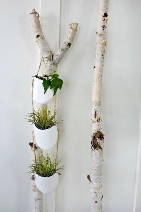 gallery-1430167582-hanging-plant-holder